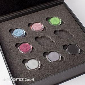 Set van zeven facetkristallen: drie grijze en vier elementfacetkristallen