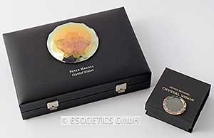 Kristal Activator set met goudfacetkristal in een doos